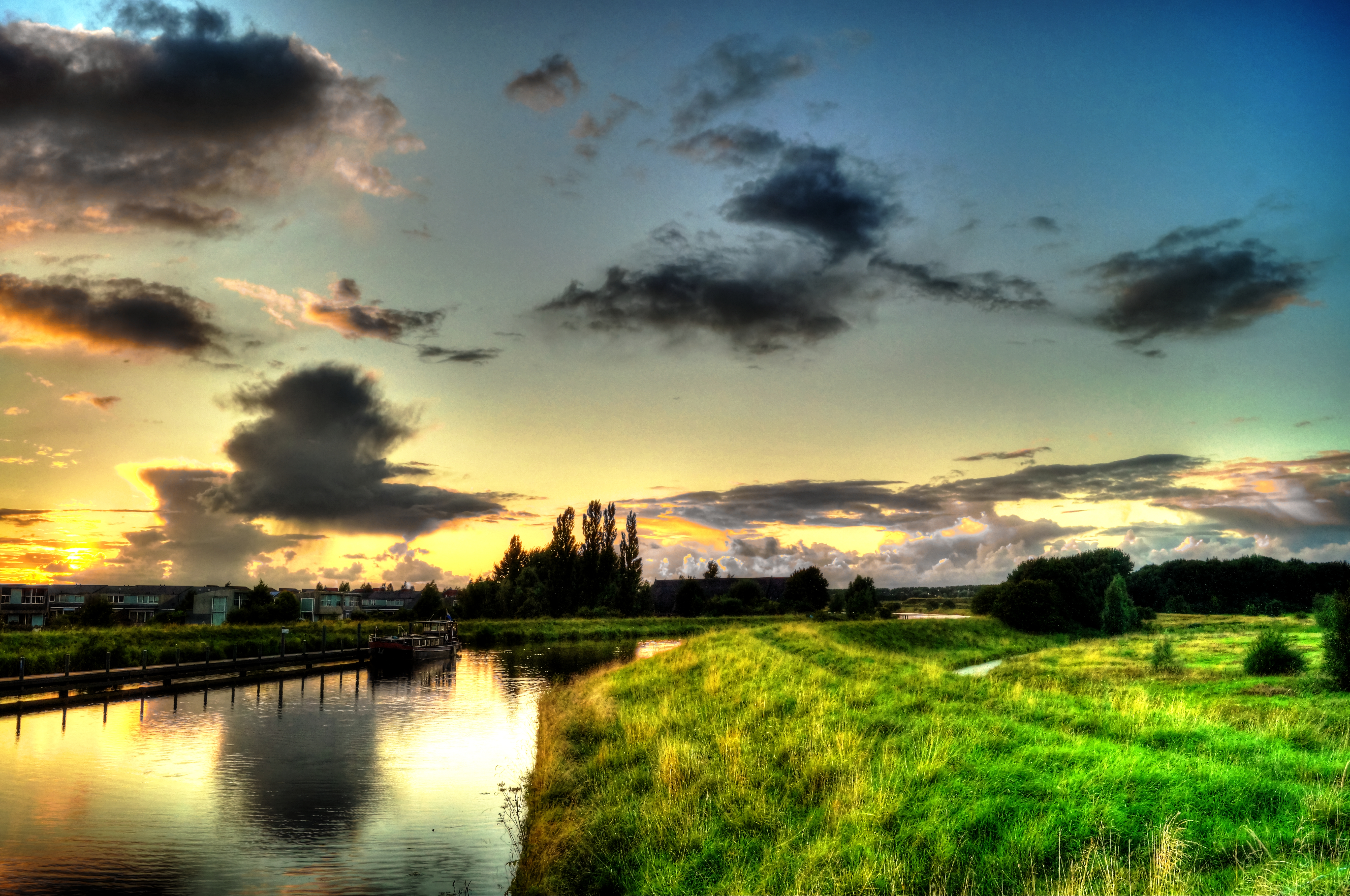 Small river shot in beatifull high dynamic range with great colours